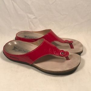 Mephisto Agacia red t-strap sandals
